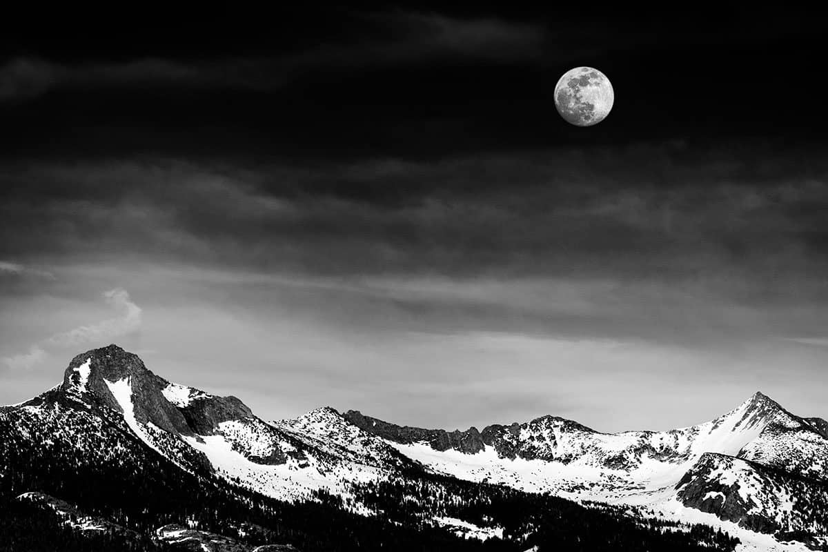 Moon-over-Yosemite